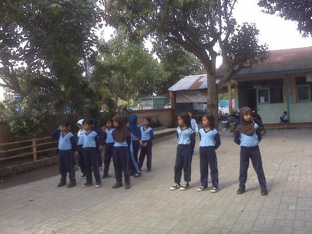 Generasi Penerus Bangsa (nanti) baris-berbaris siswa sekolah dasar